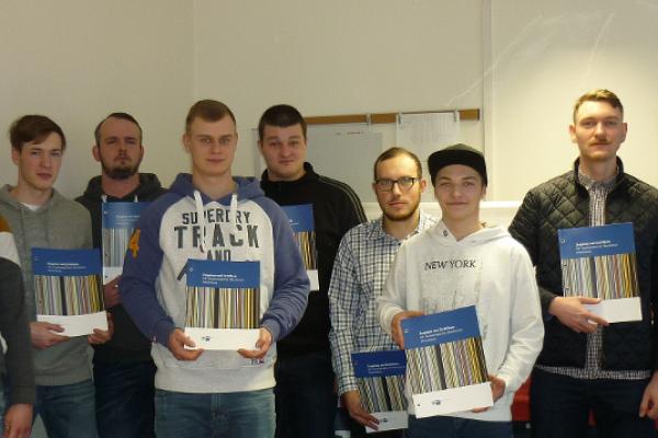 Verbundausbildung bei der EEPL – Erfolgreicher Prüfungsabschluss der Industriemechaniker